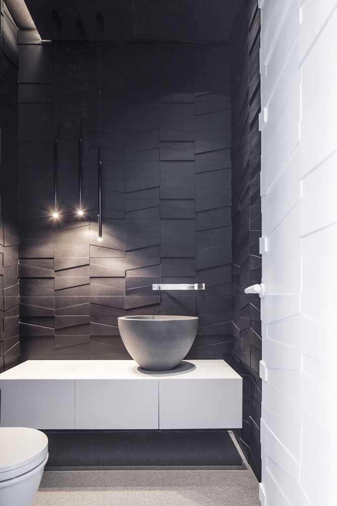 Banheiro moderno combina com luminárias modernas