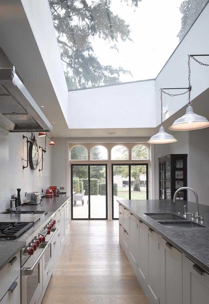 Luminárias pendentes para a cozinha. Instale-as longe do fogão