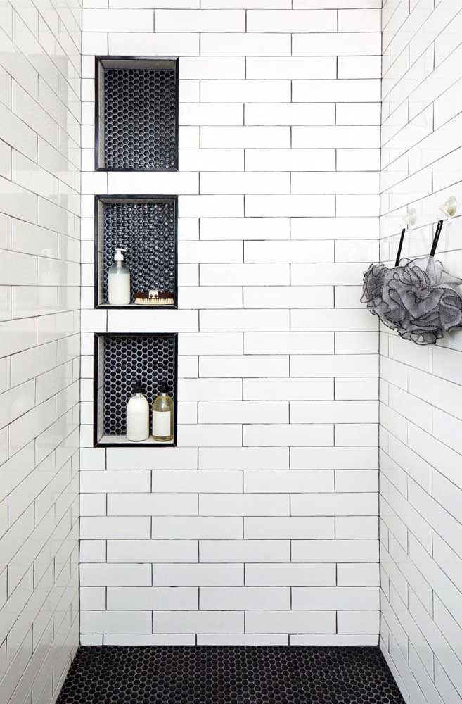 Nicho para banheiro embutido com revestimento diferente da parede