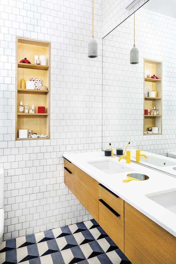 Os nichos podem ser feitos em conjunto com os móveis do banheiro
