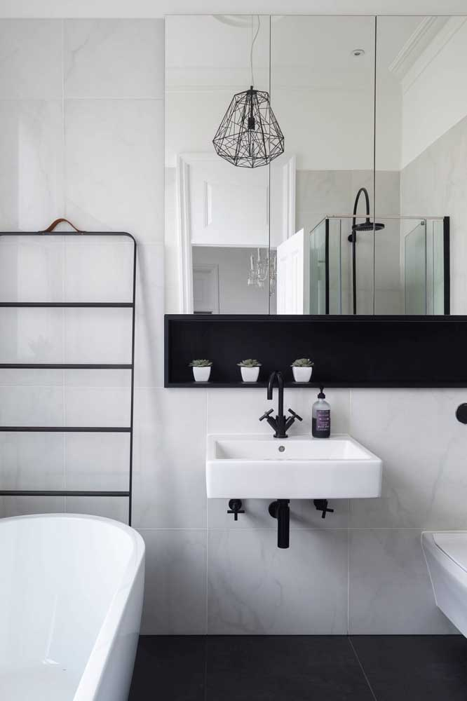 Nicho preto para seguir a linha minimalista do banheiro