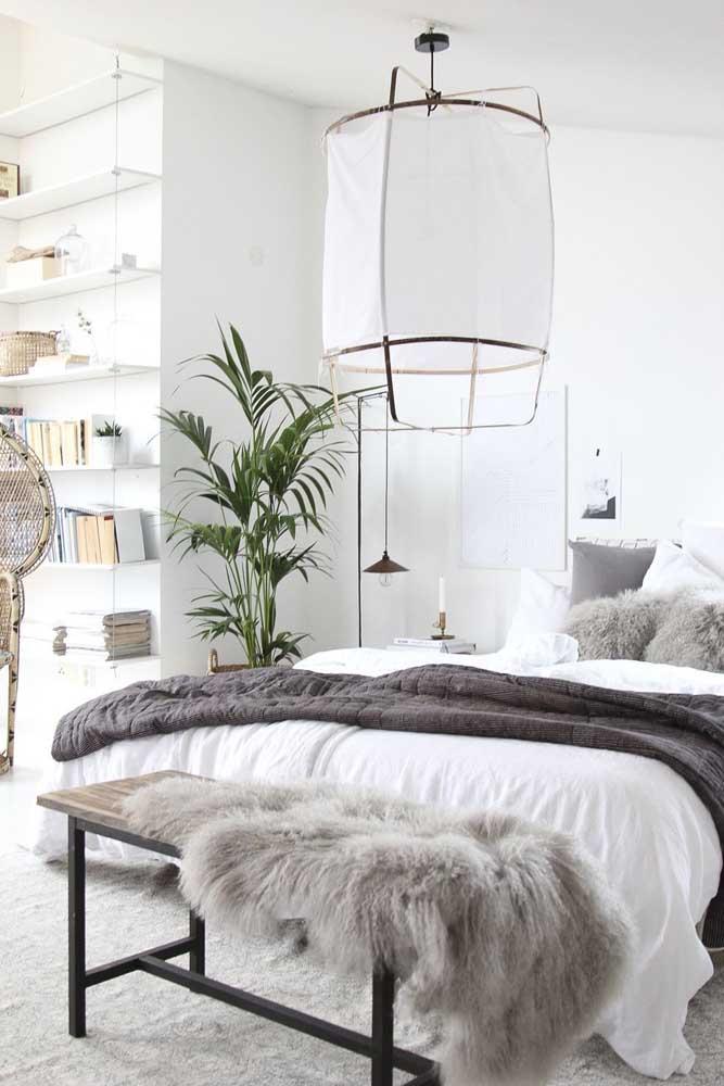 E até nos ambientes minimalistas tem espaço para a ráfia