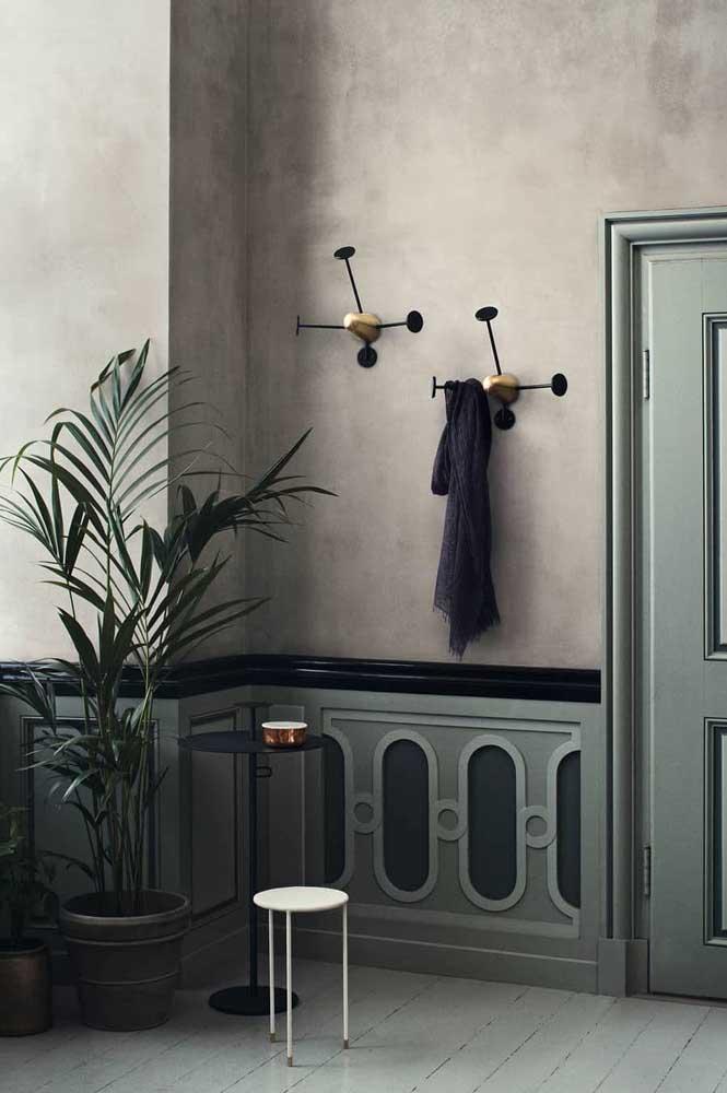 E que tal levar a palmeira ráfia para o banheiro?
