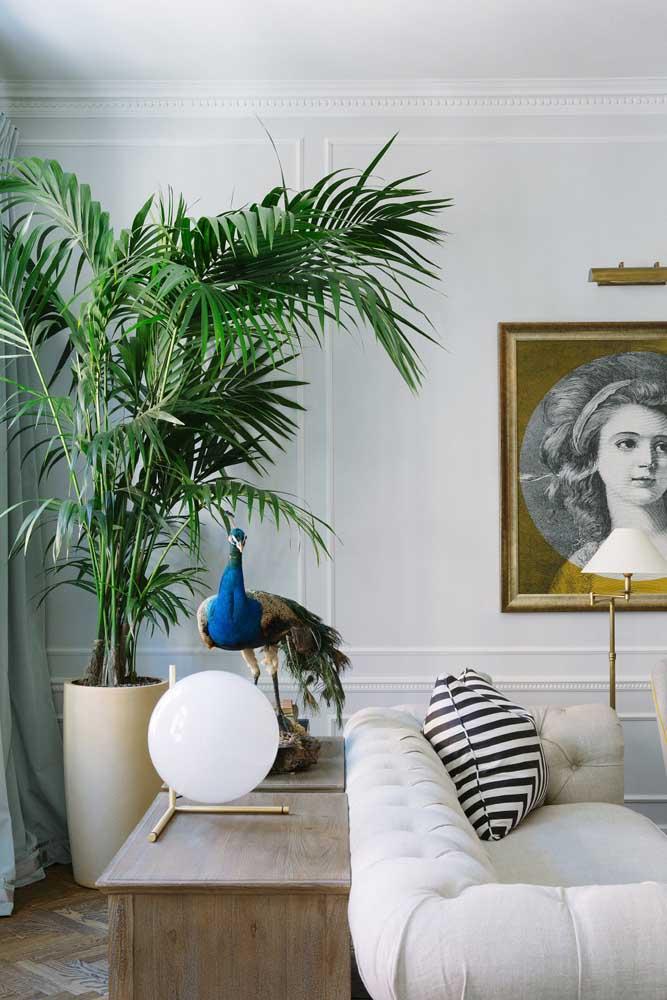 Quer uma sala elegante e glamorosa? Sem problemas! A ráfia vai bem também