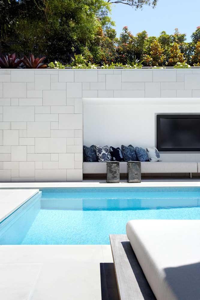 Projeto clean e moderno de área de lazer com piscina
