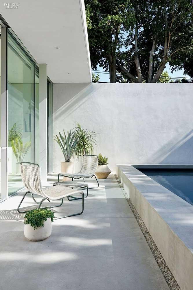 Área de lazer com piscina em espaço pequeno. Planejamento é a palavra chave aqui