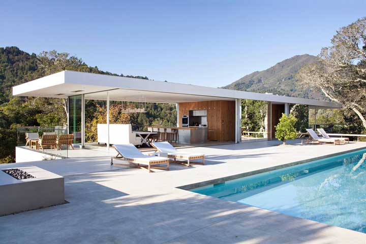 Casa de campo com área de lazer com piscina