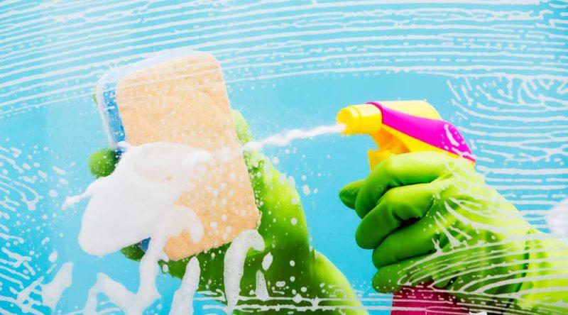 Como limpar box de vidro: dicas funcionais para tirar de letra a limpeza do banheiro