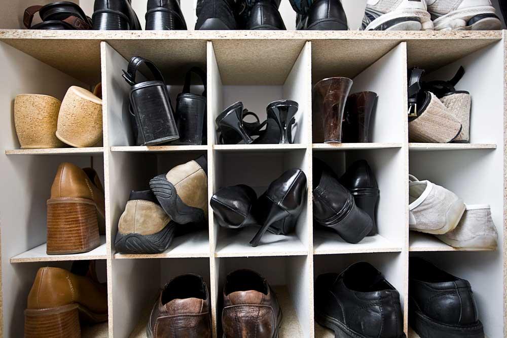 Como organizar sapatos no guarda-roupa pequeno