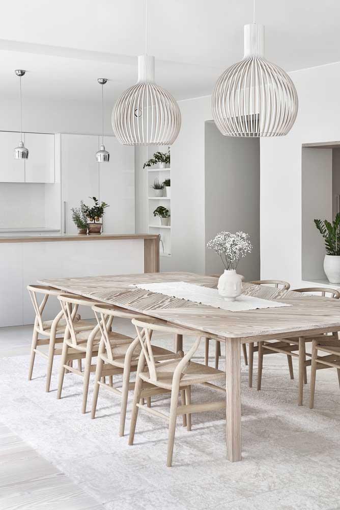 O charme elegante e moderno do branco com a madeira clara