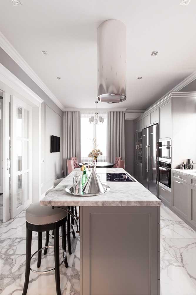 Cozinha americana com sala de jantar em um projeto sofisticado e super elegante