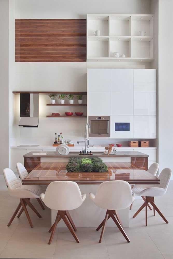 Cozinha americana com sala de jantar em estilo clássico, neutro e clean