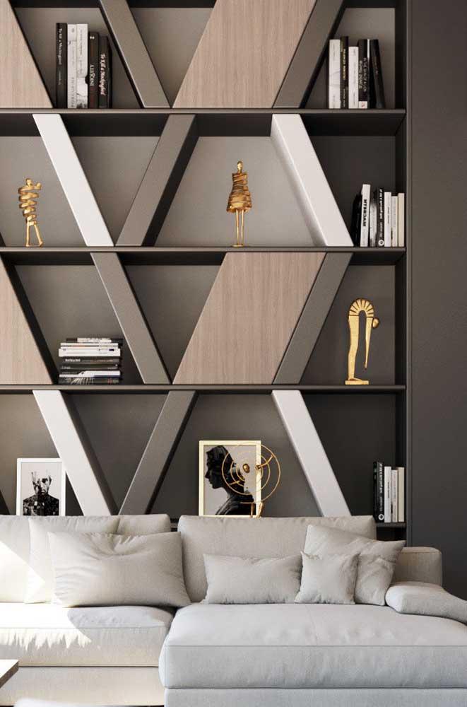 A decoração sóbria e elegante da sala de estar foi contrastada pelos nichos de formatos irregulares