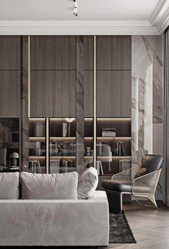 Nichos de madeira com iluminação embutida: toque de conforto para sala de estar
