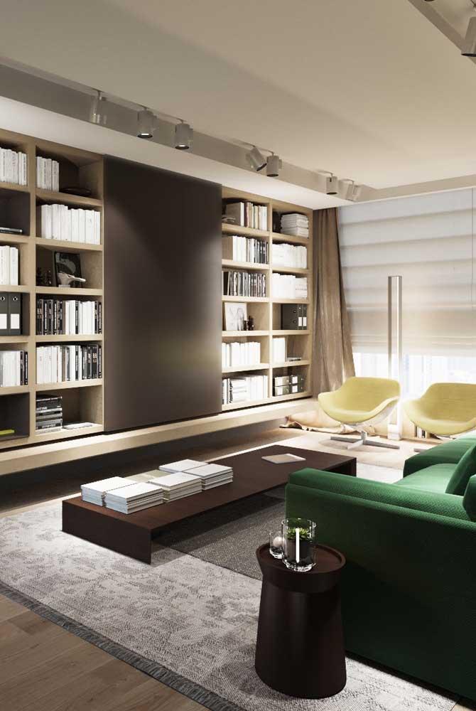 A sala de estar super elegante investiu nos nichos de madeira em composição regular