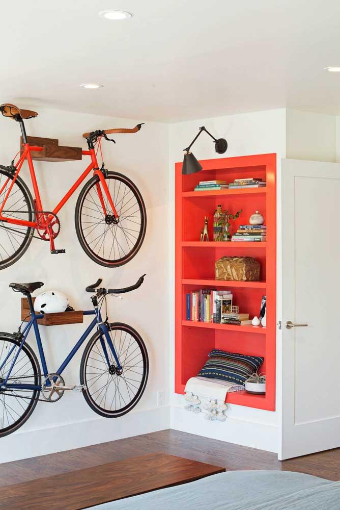 Que tal apostar em nichos de cores contrastantes com a parede?