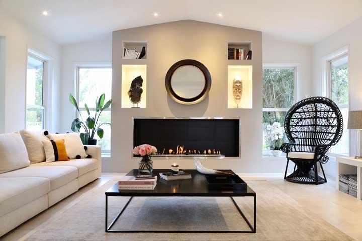 Nichos para destacar as obras de arte da casa. Para aumentar o efeito visual, conte com luzes embutidas
