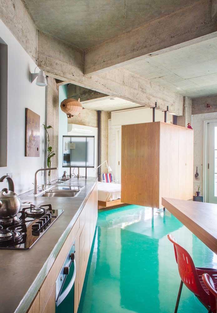 Já aqui, o piso da cozinha parece uma piscina!