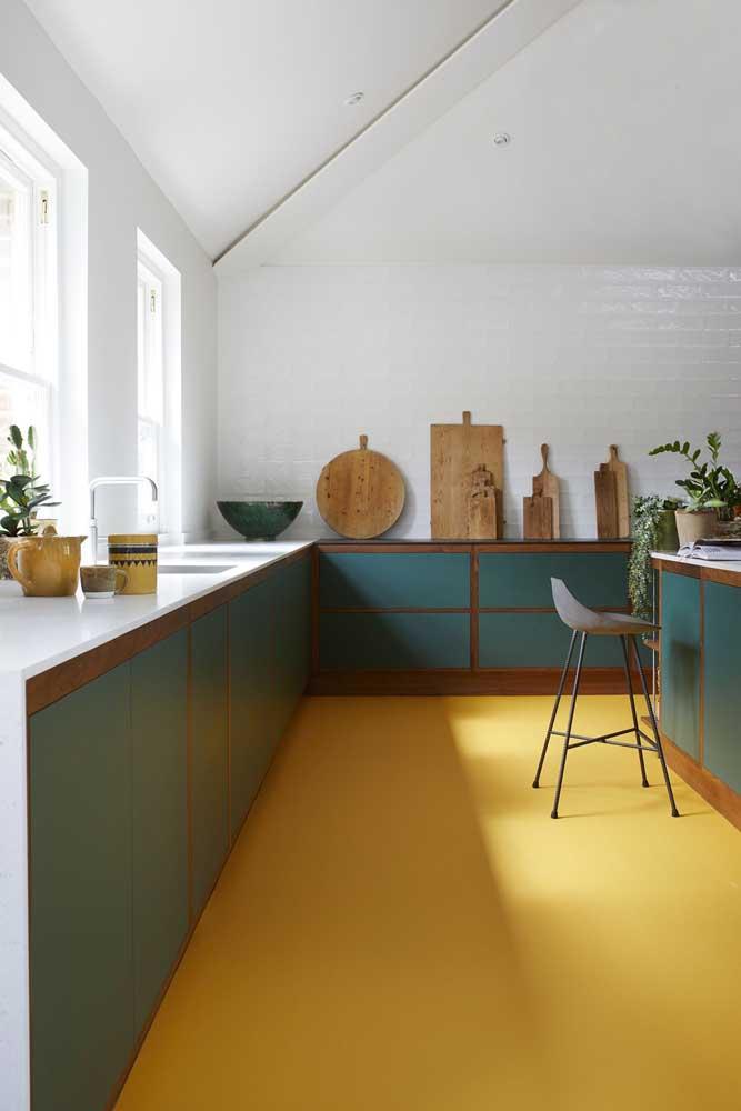 Piso porcelanato liquido amarelo para aquecer o ambiente