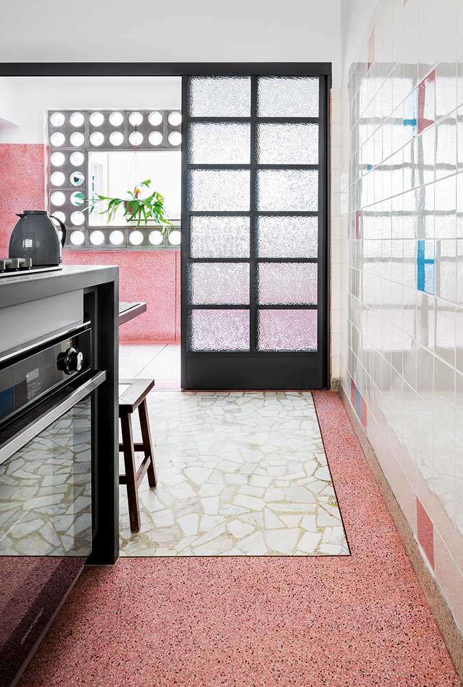 Já por aqui, um granilite vermelho para tirar qualquer cozinha da mesmice!