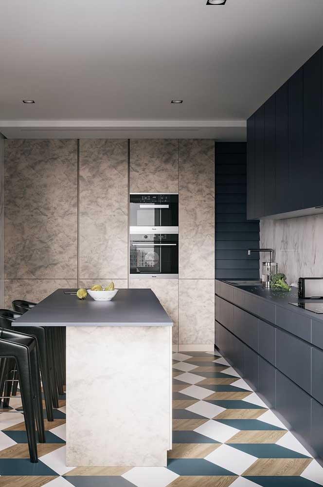 Piso de cerâmica com padrão geométrico para uma cozinha moderna e jovial