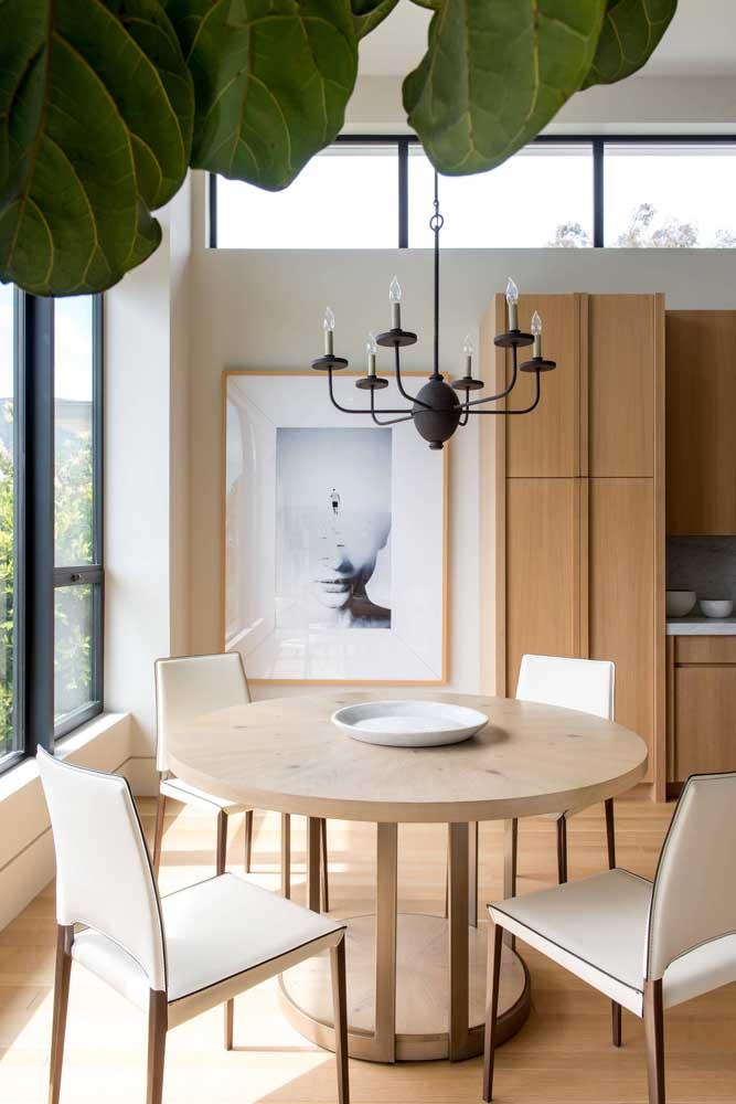 Quadro para sala de jantar com moldura que acompanha a marcenaria