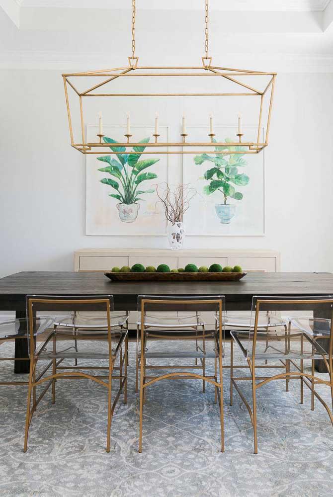 Quadros botânicos inspiram essa sala de jantar