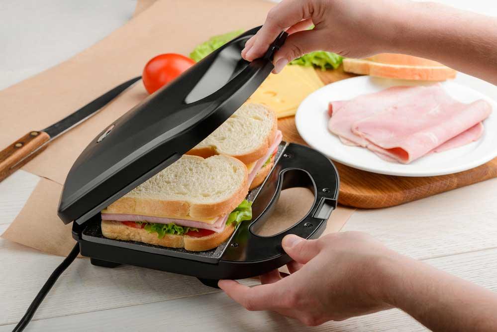 Como limpar sanduicheira de pão