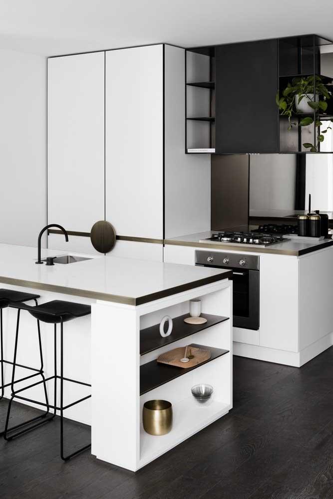 Cozinha pequena decorada em estilo minimalista e moderno