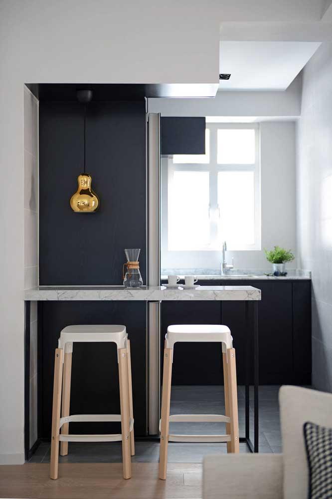 Aqui, a decoração e a funcionalidade da cozinha ficam completas com o balcão