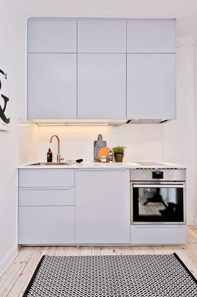 Simplicidade combina com cozinha pequena e moderna