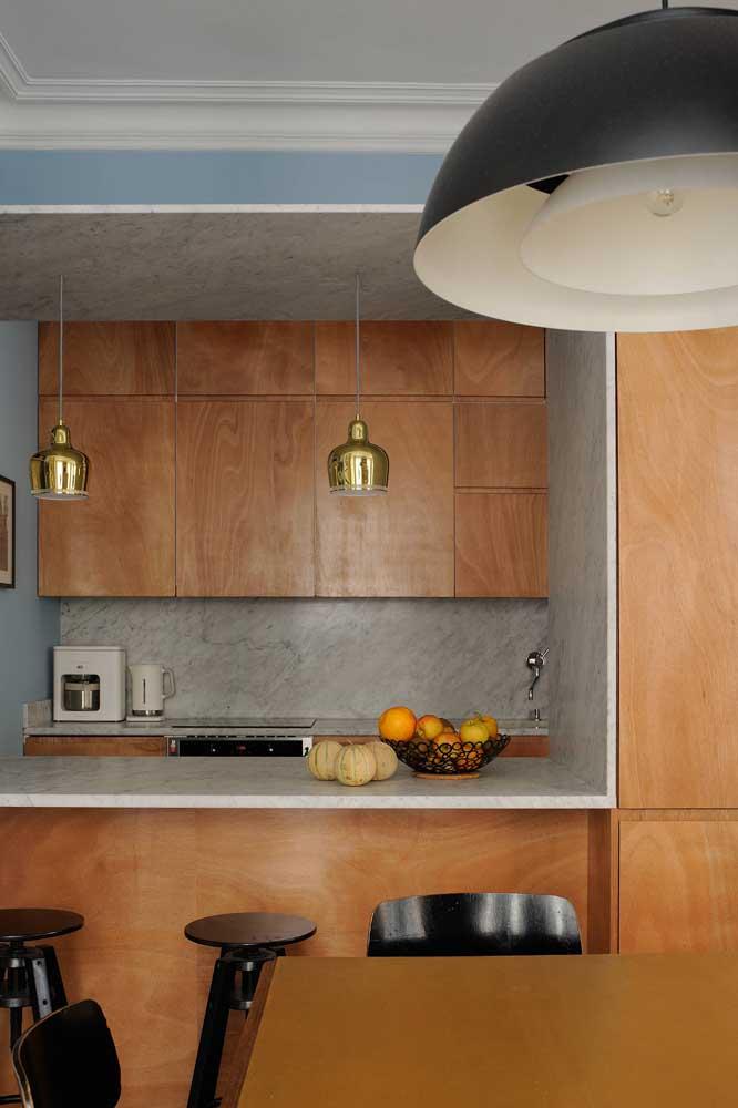 Anote essa dica: cozinha pequena combina com armários sem puxadores