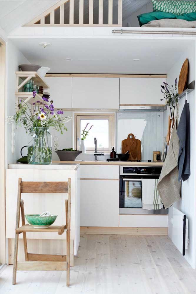 Uma cozinha bem pequeninha, mas super bem planejada