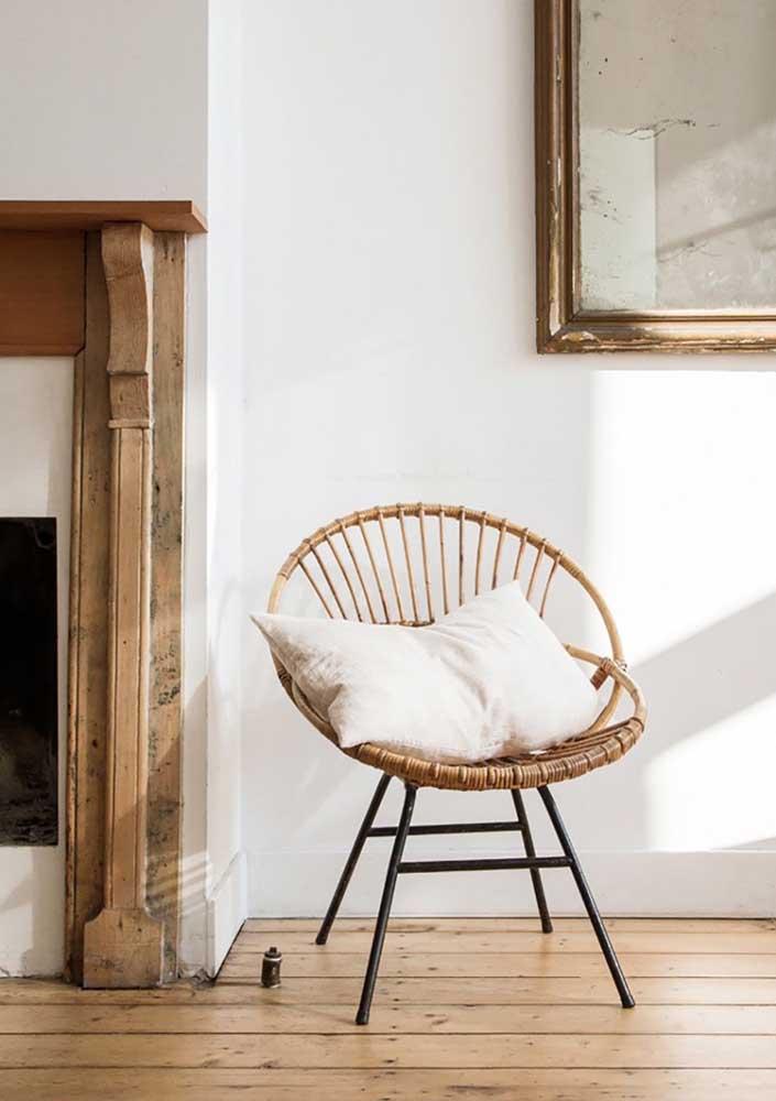 Poltrona decorativa para sala de fibra natural garantindo um leve toque de rusticidade ao ambiente