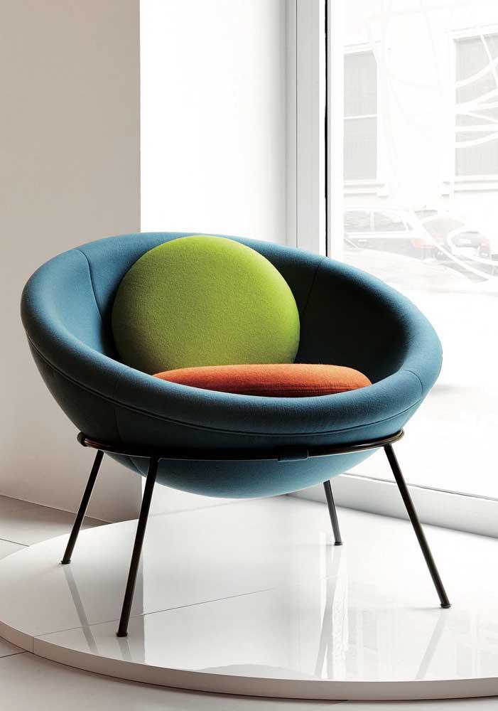 Poltrona decorativa em formato circular: design moderno e despojado