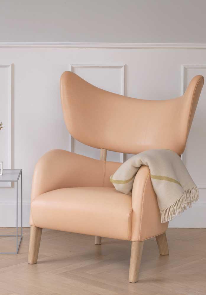 Já por aqui é o mix entre o design moderno misturado com materiais clássicos e nobres, como a madeira e o couro