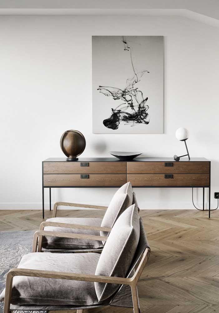 Poltronas decorativas simples, mas que reforçam o estilo elegante da sala de estar