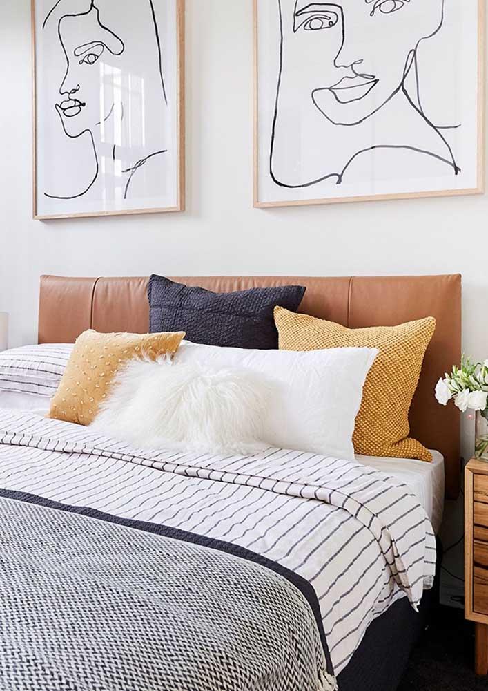 Cores neutras e aconchegantes marcam a decoração desse quarto decorado simples