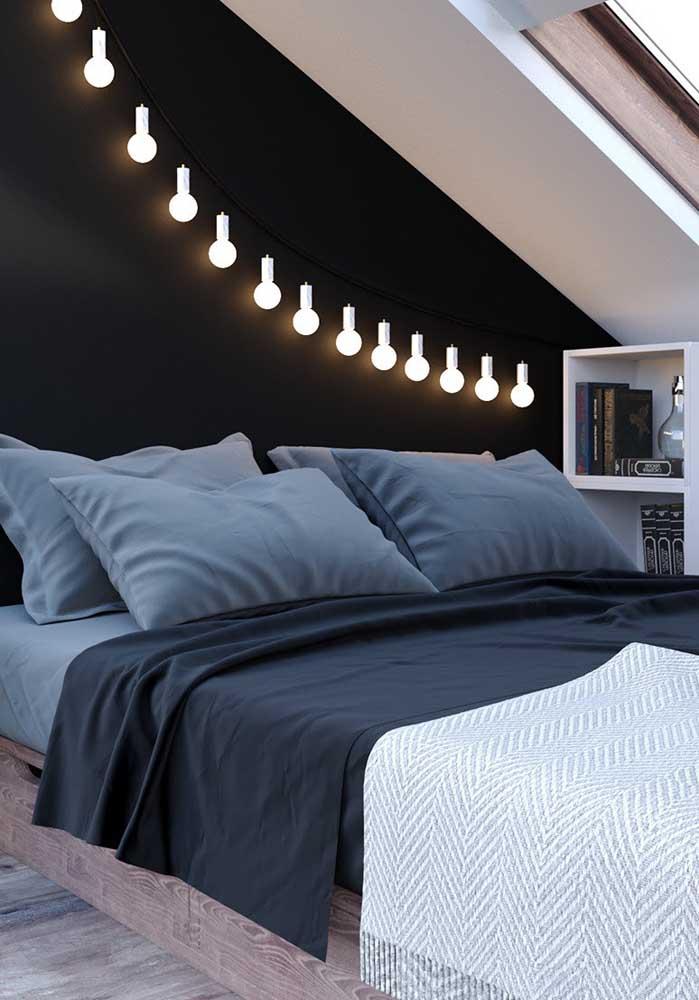 Varal de lâmpadas para deixar o quarto de casal decorado mais aconchegante