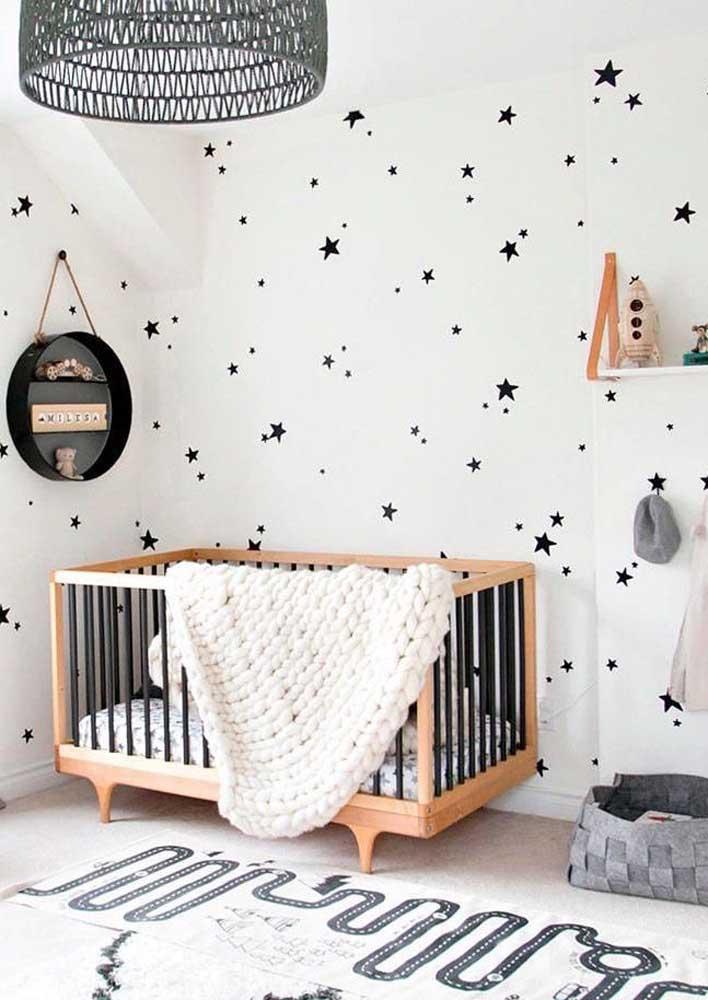 Quarto de bebê decorado em preto e branco