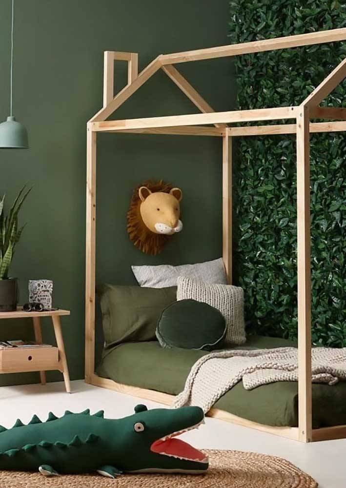 Quarto infantil de menino decorado com tema selva