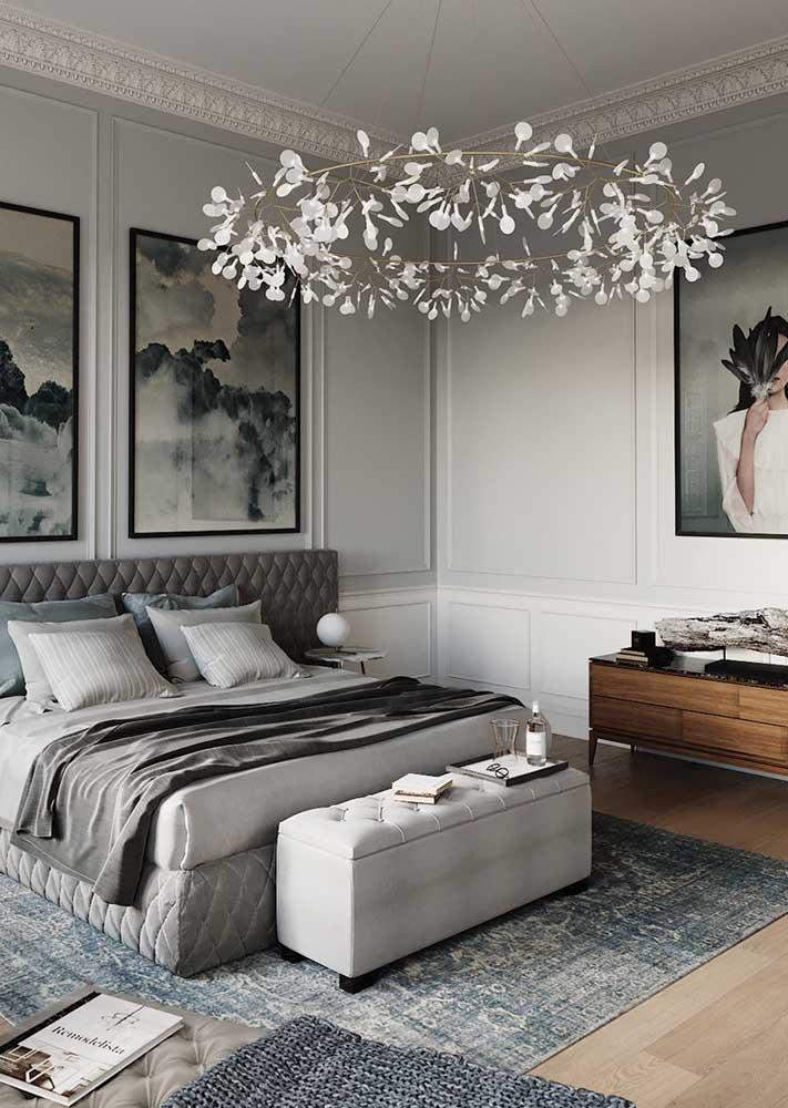 As boisseries trazem elegância e refinamento ao quarto decorado
