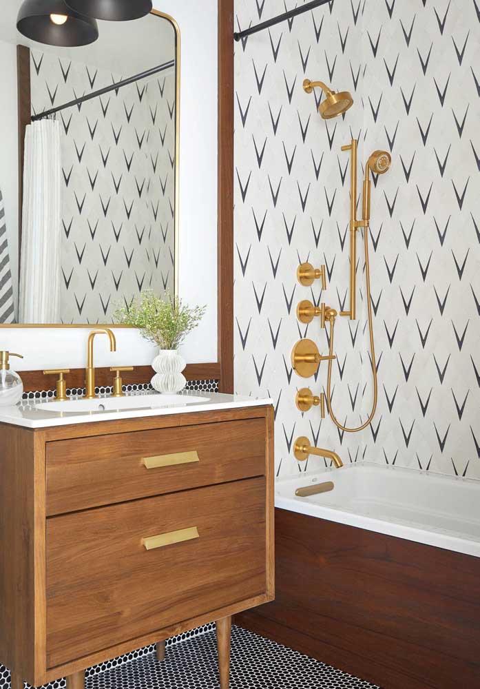 Revestimento para banheiro em branco e preto com padrões de estampa diferentes