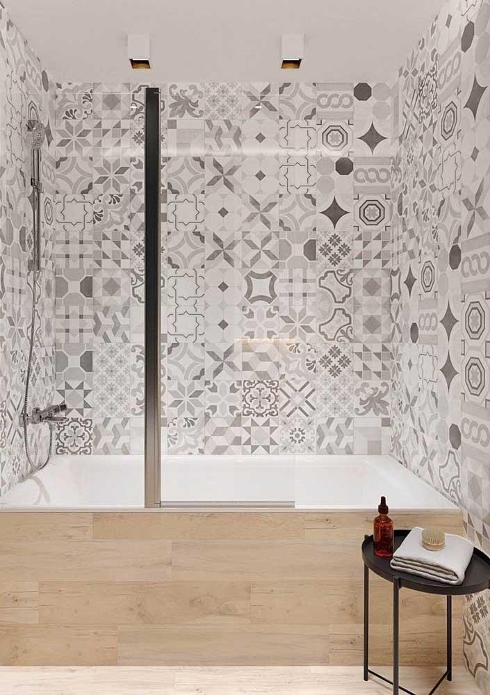 Os ladrilhos hidráulicos também tem ganhado espaço nos banheiros