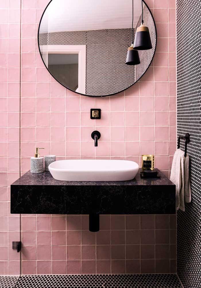 Banheiro com toque feminino e moderno