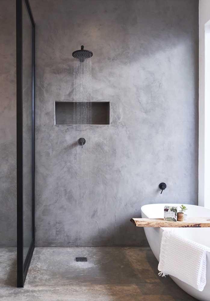Já pensou usar cimento queimado no banheiro?