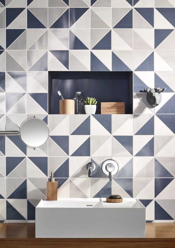 O revestimento para banheiro moderno azul e branco