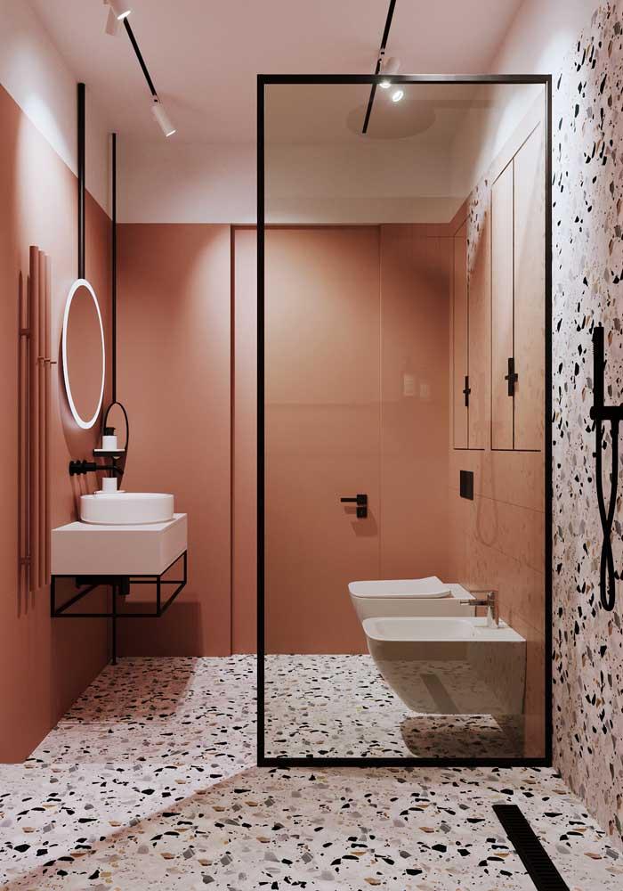 Banheiro com granilite e paredes rosas!