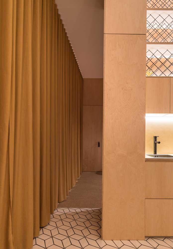 Cortina de sarja instalada dentro do cortineiro de gesso
