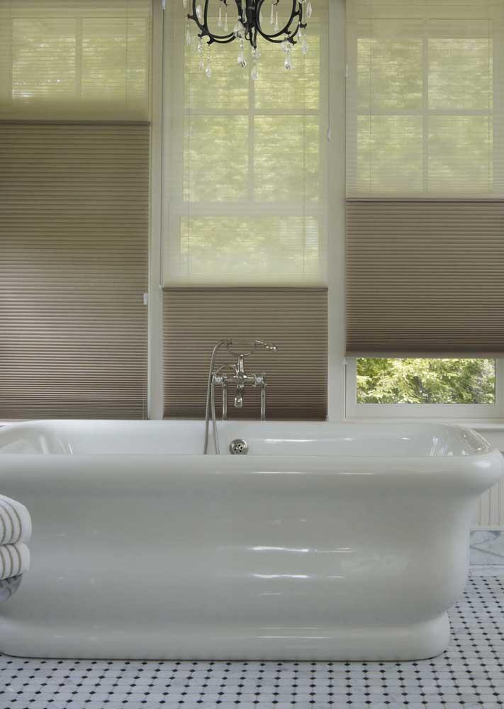 Cortina duofold para o banheiro: moderna e elegante